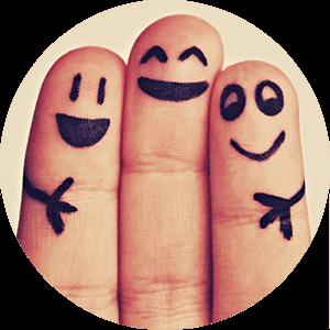 Drei Finger knuddeln miteinander am Weltknuddeltag